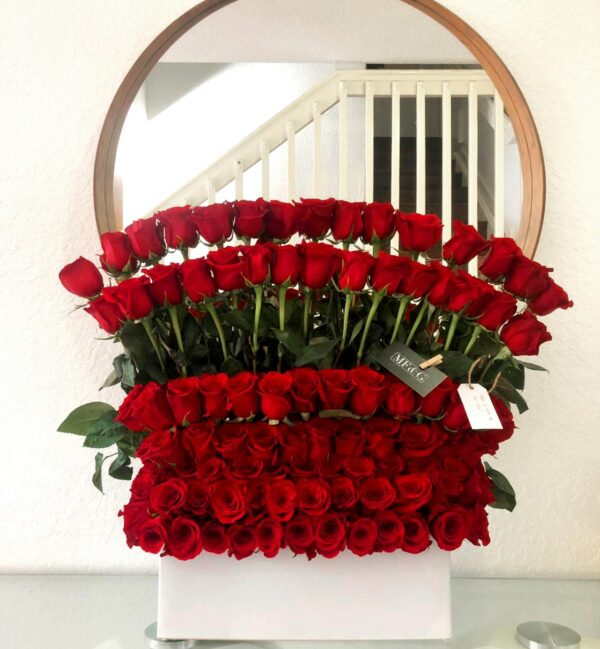 100   Standing red roses