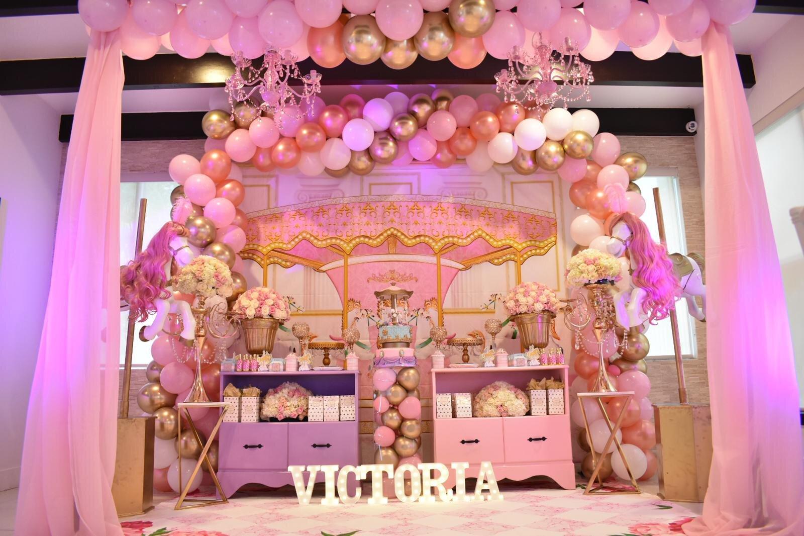 victoria room decoration