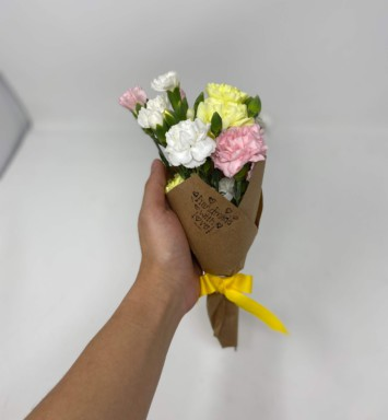 Mini spring flower bouquet